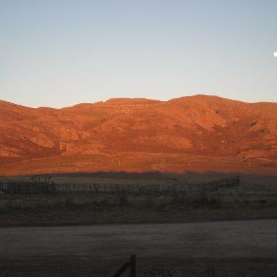 Color cobrizo que toma el cerro cada amanecer despejado