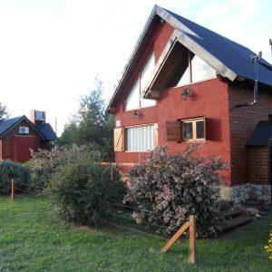 singular arquitectura de una cabaña estilo campo